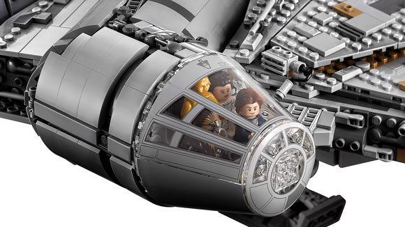 lego-new-ucs-millennium-falcon-cockpit