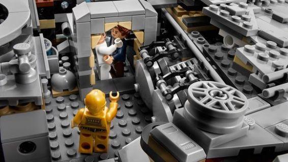 lego-new-ucs-millennium-falcon-interior-1