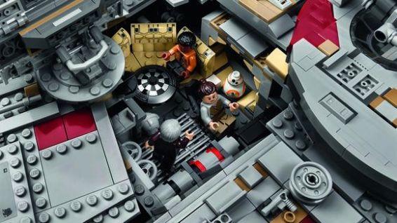 lego-new-ucs-millennium-falcon-interior-2
